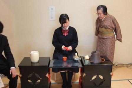 茶道部:今年度も活動が始まりました