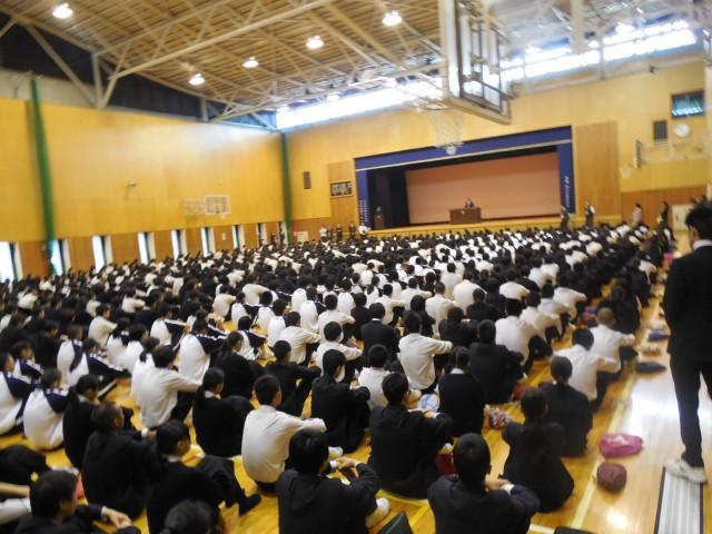 中学校高等学校全校集会を行いました