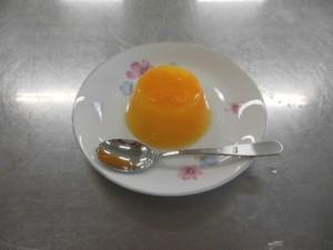 クッキング部より オレンジゼリーを作りました。