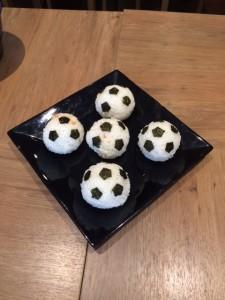 ホテルが用意してくれたサッカーボール型おにぎり!