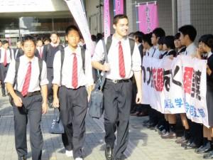 中高生徒会 あいさつ運動に力を入れます
