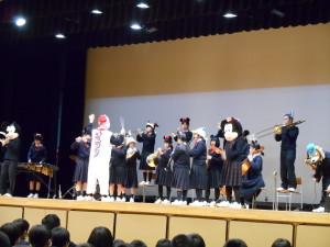 生徒会入会式・部活動紹介が行われました