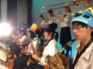 バリトンサックスの男子生徒は楽器経験2か月でも上手に演奏できましたぁ