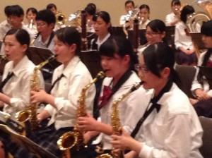 演奏できる生徒は一緒に合奏に入らせていただきました。