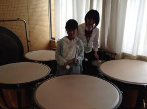 打楽器は初めてです。響きがいいですね。