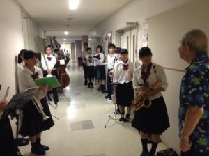 遠山先生レッスンの順番待ち。一人一人しっかりと演奏することが目的。