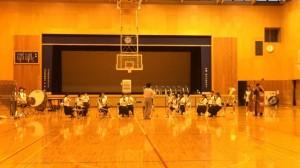 体育館での合奏は気温も暑い。